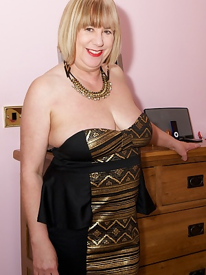 Hi Guys, you like my New Gold Dress, Bought it for a Party next week, New jewellery as well, dont need much on underneat