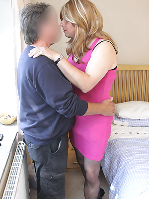What a fab cock this guy has, I just love sucking on it Jenny x