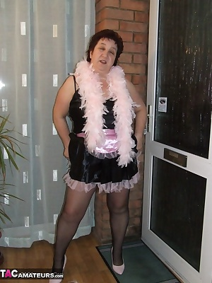 hi guys, so sexy in black and pink, would you like me to answer the door dressed like this or should I wear lesslove car