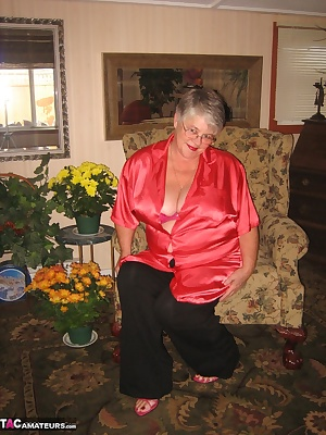 Girdlegoddess, is sexy and relaxed at home in her red satin shirt and pink Hi heels. Cum and see as she takes it off, sh