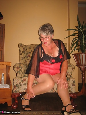 Girdlegoddess was going through some old boxes of things, and i found my old favourite dildo. So wearing my red lingerie