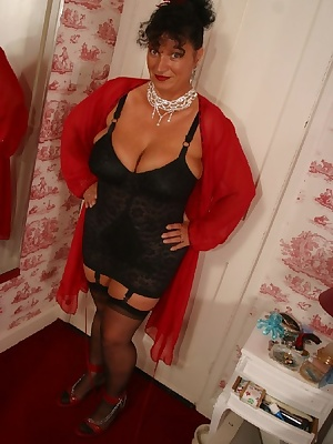 For these pics i get dressed up in 50s lingerie, stockings, suspenders, shoes etc and slowly undress in sexy poses for y