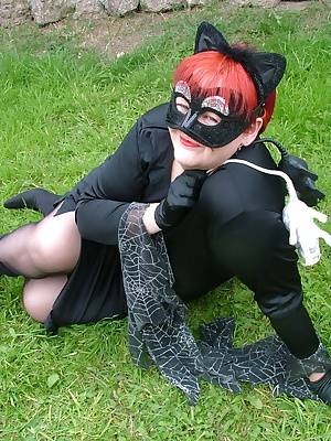 Here are some more piccies from my TAC 2 site, I just so love dress up.