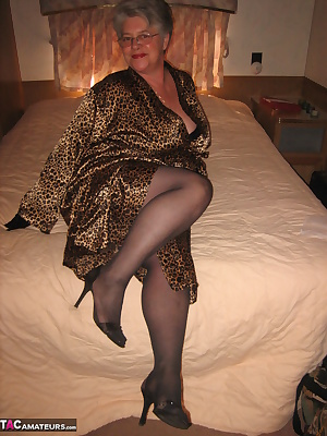 It's time for some recreational time, up at my trailer at the lake. Dressed in my sexy attire, I get my favorite red dil