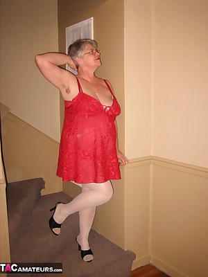 Hot and bothered i was, late in the night. Having a few drinks, made me want to seduce you in my  sexy red lingerie. Tea