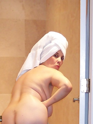 cum and watch me drying off my body after my bath im having alot of fun doing that while u watch me...