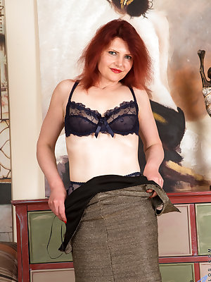 German milf Cee Cee is ready to show you that aging cougars are drop dead sexy. Her wild red hair will lure you in, but this big bottom mom will keep you captivated with her hanging boobs and bare cunt that is juicy with anticipation of a good finger fuck