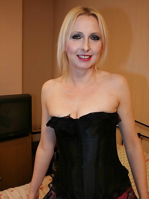 Sexy Goth style shagging in my sexy corset and tartan skirt.I thin k ill need that bugger up my shitter dont you