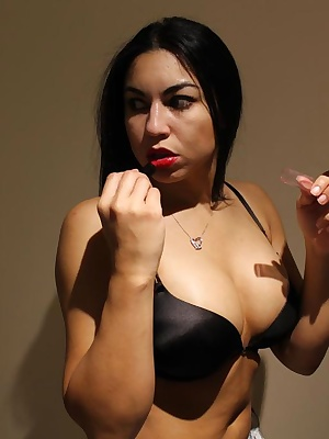 In this set of pix, Ching Lan wants to do things s little different. She wants you to see her in her wonderdul nice tigh