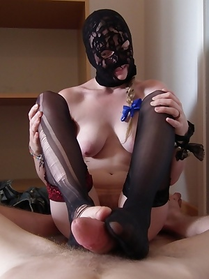 This is what happened after EvelinaJuliet teased too much with her natural kinkyness. Wearing black commando mask, cute