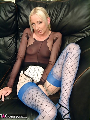 I know some of you guys really like tights. I have a big fan who sends me lots of tights for custom videos. It often sti
