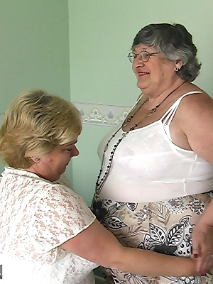 I had a sizzling afternoon with the lovely Clare Fox.  Lots of kissing and cuddling with the blonde BBW led to hot sex