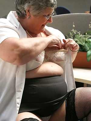 Working in the office I get all horny and just have to start stripping