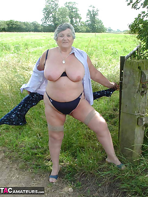 A walk in the field on a hot summers day.  I just have to get my  kit off.