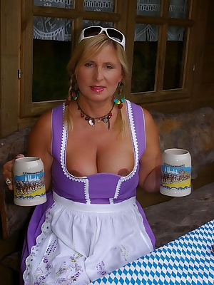 I am a big fan of the german-oktoberfest. I present my collection of oktoberfest-photos with my oktoberfest-outfits of m