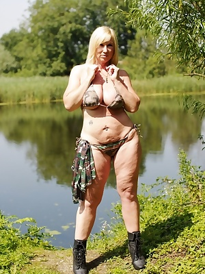 Found this lovely lake near to where I live, so I thought I'd do a set of pics or two. Melody x