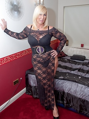 Let me know what you think of my lace dress. Melody x