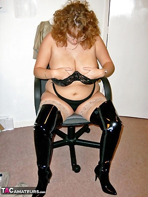 Getting out of my suit I wear for the office and into some gear for fucking CLaire xx