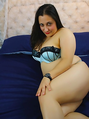 I was ready to go to bed when I felt really hot and horny. My boyfriend grabbed the camera and started snapping pix. Soo