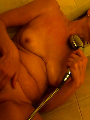 Mature women getting their hole fucked and fisted