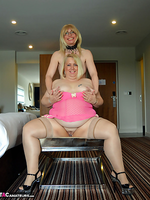 Hi GuysI have met a new play friend, Barbyslut she and I got together for a first shoot and had a great time.We moved to