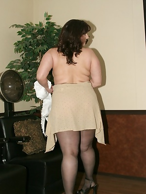 I told you I love to be naked and well, once I got under the dryer at the beauty parlor I got a bit hot. So, my clothes