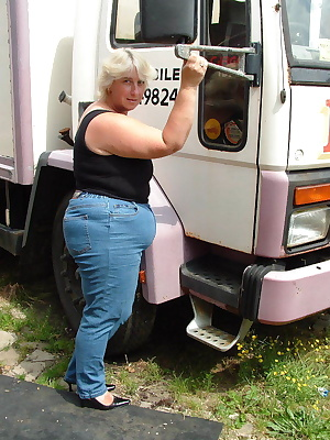 I was getting my lorry ready for an event at the weekend when I felt like being a naughty Jay, so I got into the back of