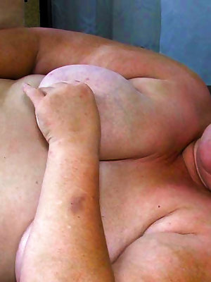 Chubby old grandma having lot of fun in threesome