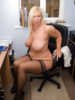 So hot in the office, I think I need to get naked to cool down Melody x