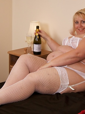 I had been sent a  wonderful bottle of champagne and decided to open it one afternoon as I waited for my girlfriend Kim