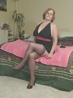 All dressed up and nowhere for this horny cougar to go. Somehow I needed to halt the flow of the pussy juice that was dr