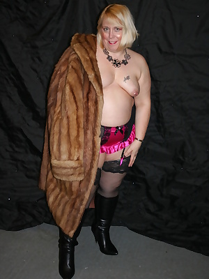 Here I am in my long fur coat, the feeling of fur is so sexy it makes me such a horny bitch.I sat and felt the fur all o