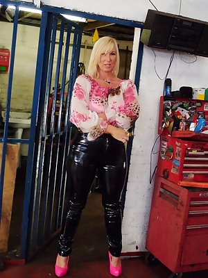 Not quite sure why this cage was here, but I was happy to use it for a shoot. Melody x