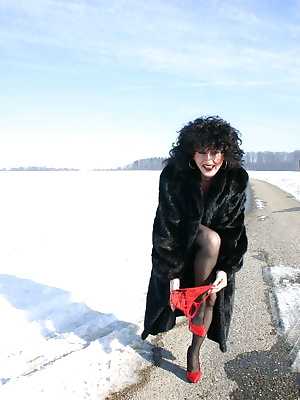 Hi guys,cumm and see me outdoors in the snow,oh i had so much fun with this set.and we have done nasty things.Come and s