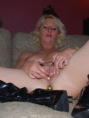 This is mature milf housewife Keesje. As you can see Keesje likes to play with balls, even when she is alone.Inserting a