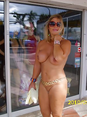 I often spend my holidays in this nudist-resort. You can be nude the whole day long, shopping nude, going to a restauran