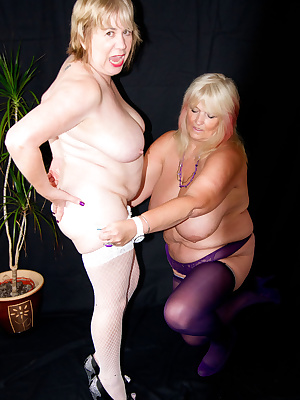 Hi Guys, Heres the very first time I met up with Mazza.U.K. For a hot Photoshoot, and let me tell you she is one Hot  Ho