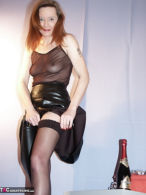 I had a very exciting easter weekend you tooI was celebrated sunday evening with champagne. Come in and enjoy the pictur