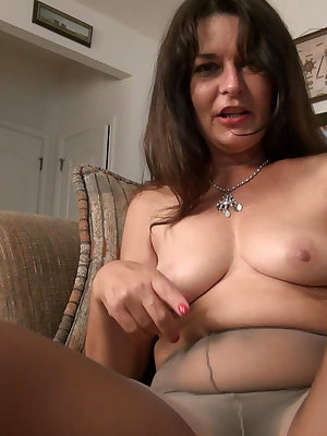 Hot hairy brunette not old enought to not enjoy some dildo