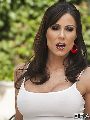 Kendra Lust: Naughty mom gets a huge dick
