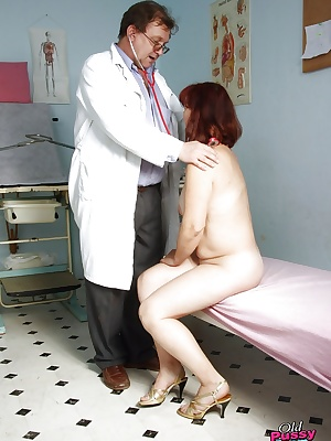Chubby mature lady with big tits gets her twat examed and fingered by gyno