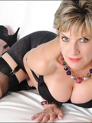 Lady Sonia: Amazing busty mature lady showing off