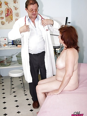 Chubby mature lady gets her hairy cunt examed and fingered by gyno