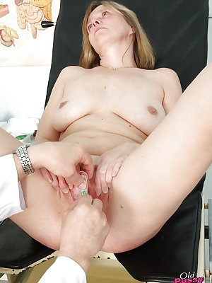 Mature at the gyno office getting her asshole pocked & cunt stretched
