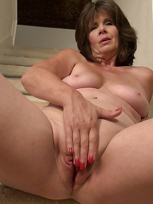 Mature ladies and granny pictures collection of ol pussies masturbation