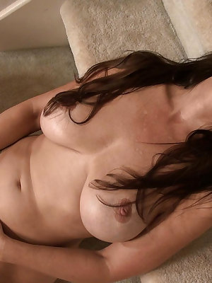 Electric toys leading sexy mature latina to orgasmic conditions