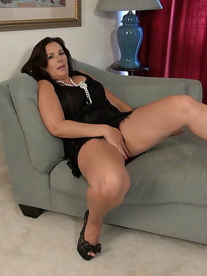 Sexy curvy wife is toying her wet pussy