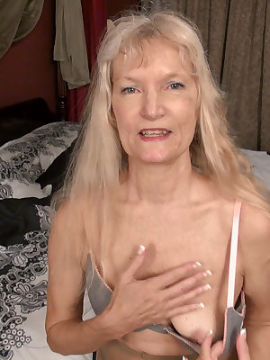 Old sweet granny from usa masturbatet solo hairy pussy here