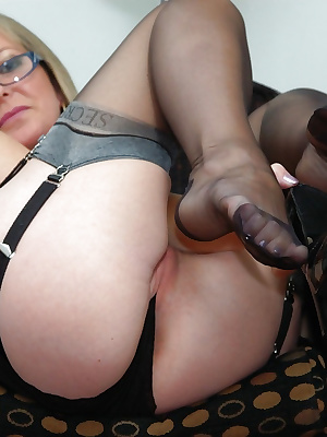 Secretary in nylons toying