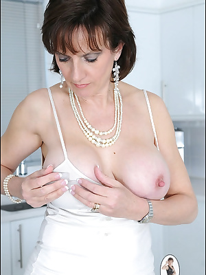 Lady Sonia: Beautiful mature lady shows her nipples